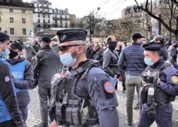 Photos de policiers à la manifestation de Génération Identitaire