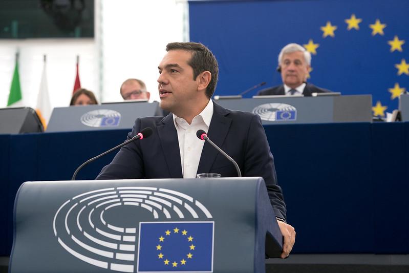 Alexis Tsipras faisant un discours à la commission européenne